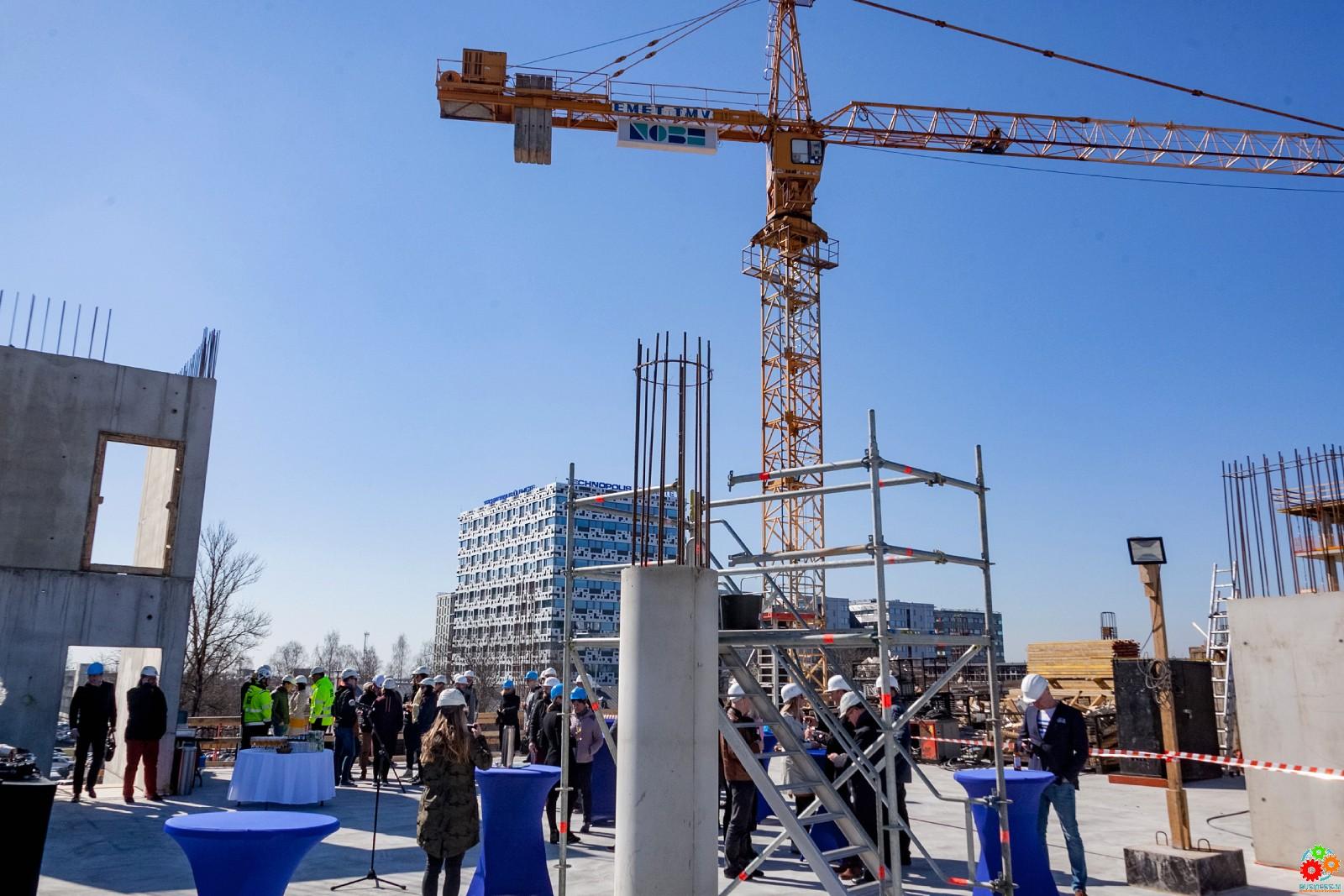 В Ülemiste City заложили краеугольный камень крупнейшего парковочного здания