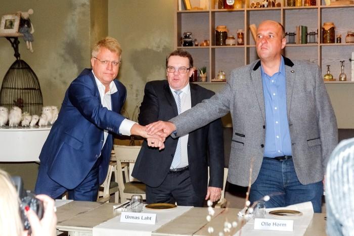 На фото слева направо:Теэт Соорм (председатель правления AS Rakvere Farmid), Урмас Лахт (председатель Эстонского союза свиноводов и председатель совета Эстонского кооператива по разведению племенных свиней) и Олле Хорм (руководитель Atria Farmid OÜ).