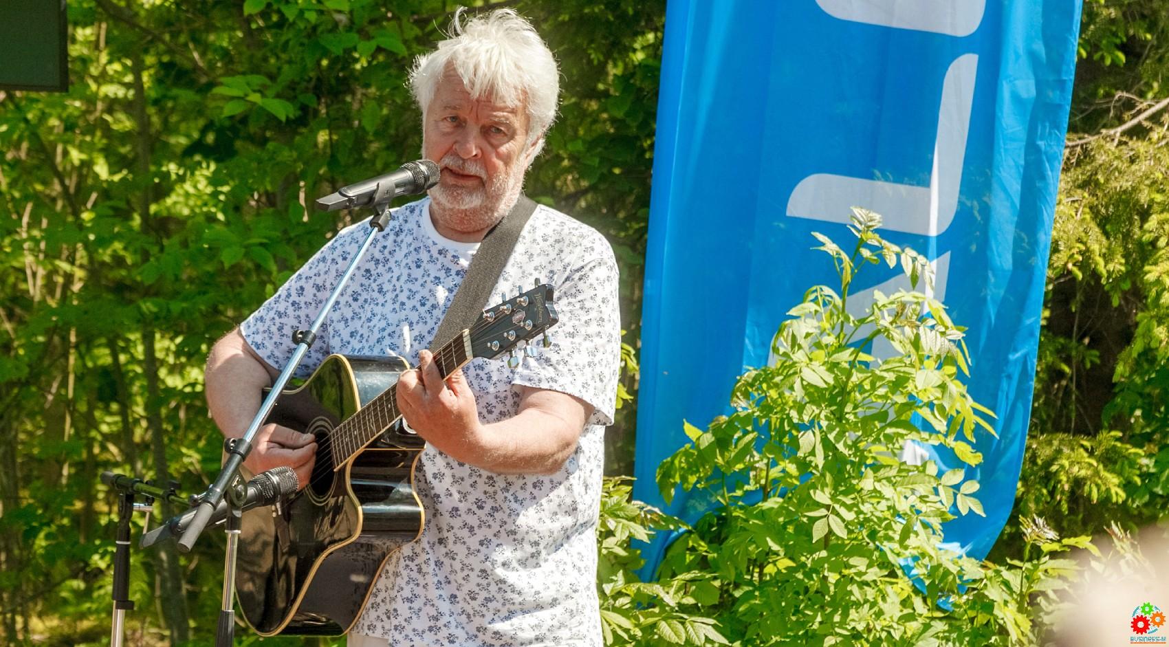 Под гитару Иво Линна началась общинная программа Alexela