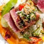 Основное блюдо: Тунец с кремом из топинамбура, огуречно-фенхелевый салат, соус из хрена.
