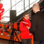Rauni Oksanen получает памятные подарки