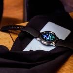 Благодаря функции Wireless Powershare можно подзарядить смарт-часы