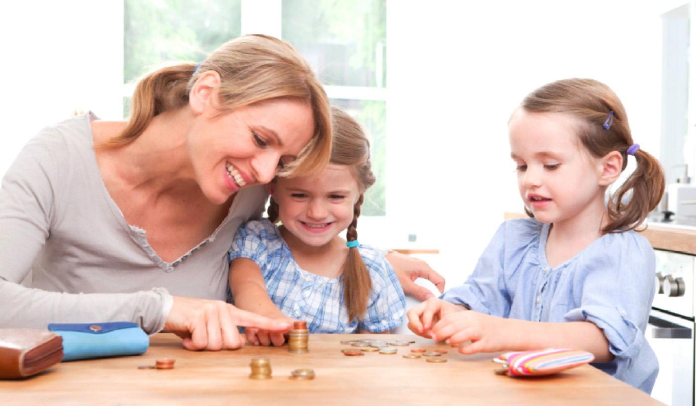 Балтийское исследование: Кто из родителей щедр на карманные деньги?