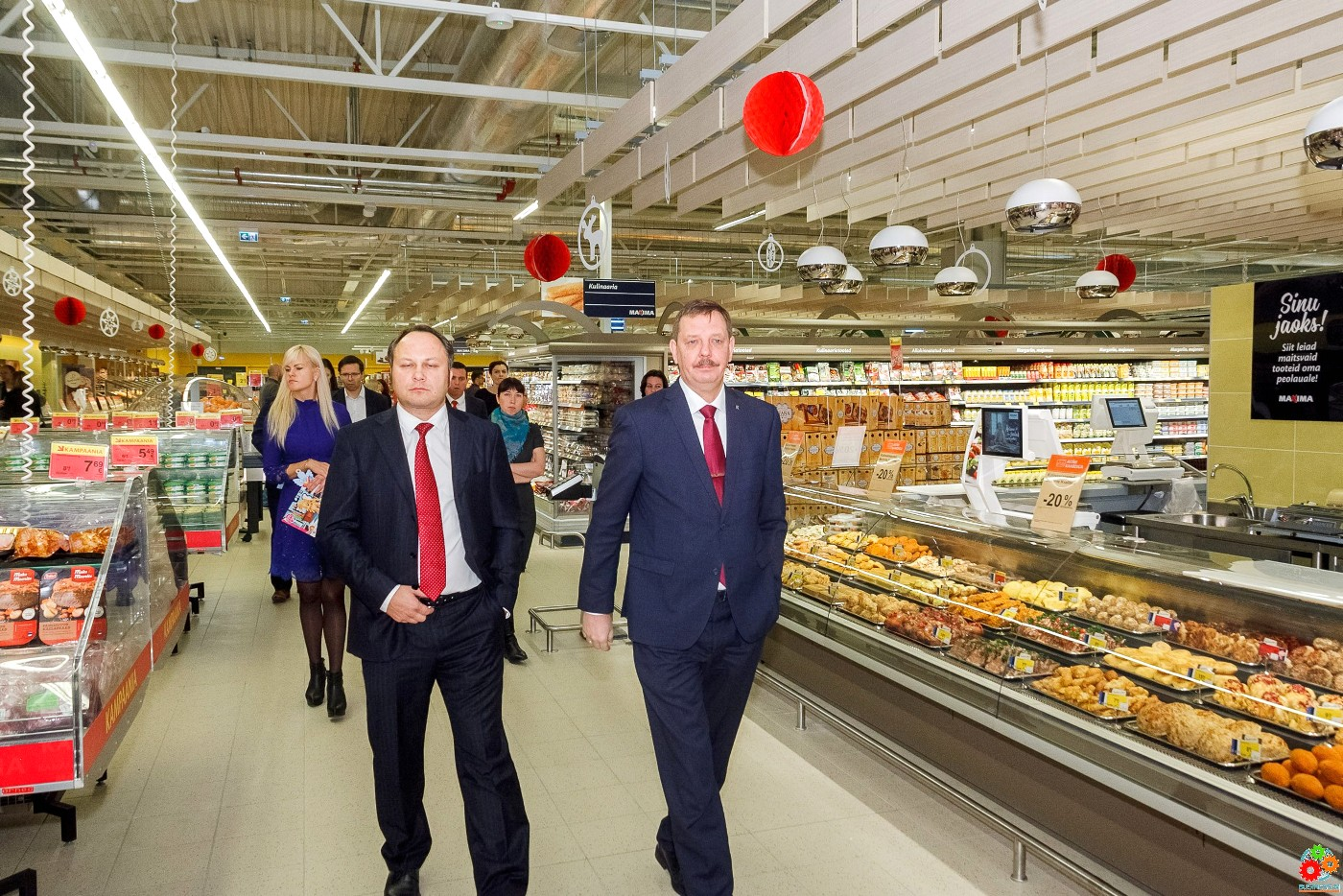 Питер анкетой в супермаркете ххх подглядывание общественном