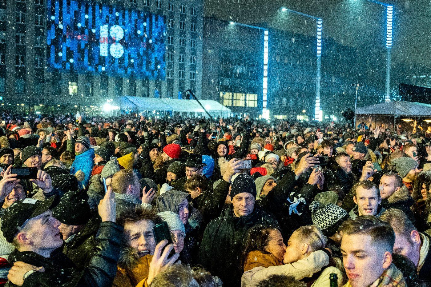 EV100: Заключительный праздник юбилейного года собрал на городских площадях десятки тысяч людей