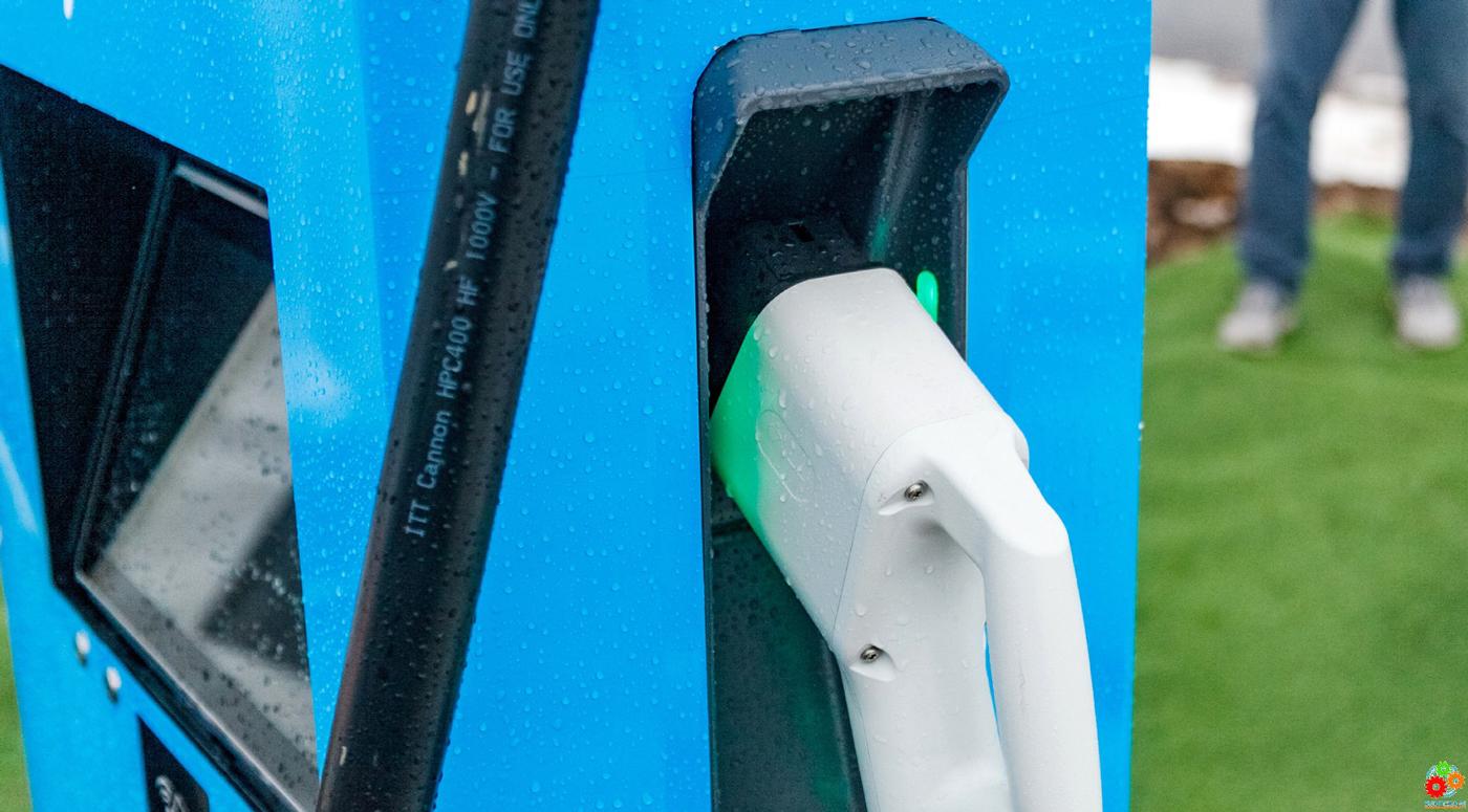 Alexela: первый пункт ультрабыстрой зарядки для электрокаров в Эстонии открыт!