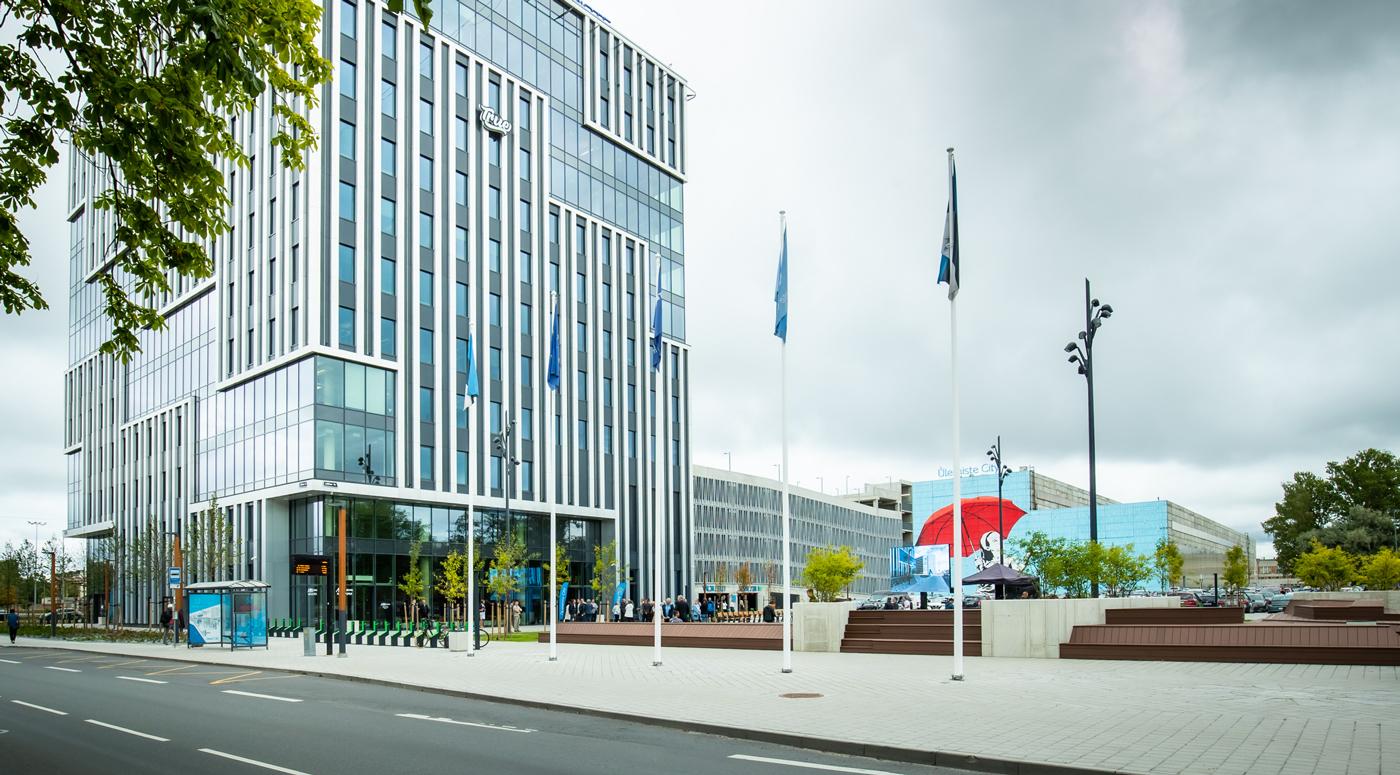 В таллиннском Ülemiste City открыли новое 12-этажное офисное здание и внутриквартальную площадь