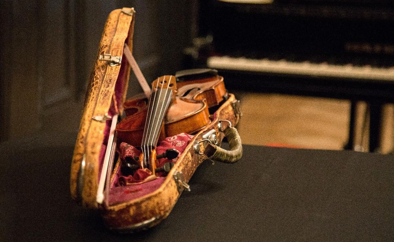 В коллекции – скрипка, которой более 400 лет