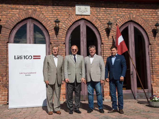 На фото (слева направо): основатель Bauroc Язепс Паплавских, посол Латвии в Эстонии Раймондс Янсонс, председатель совета Sakret Holdings Андрис Ванагс исполнительный директор Sakret OÜ Каспарс Пацевичс.
