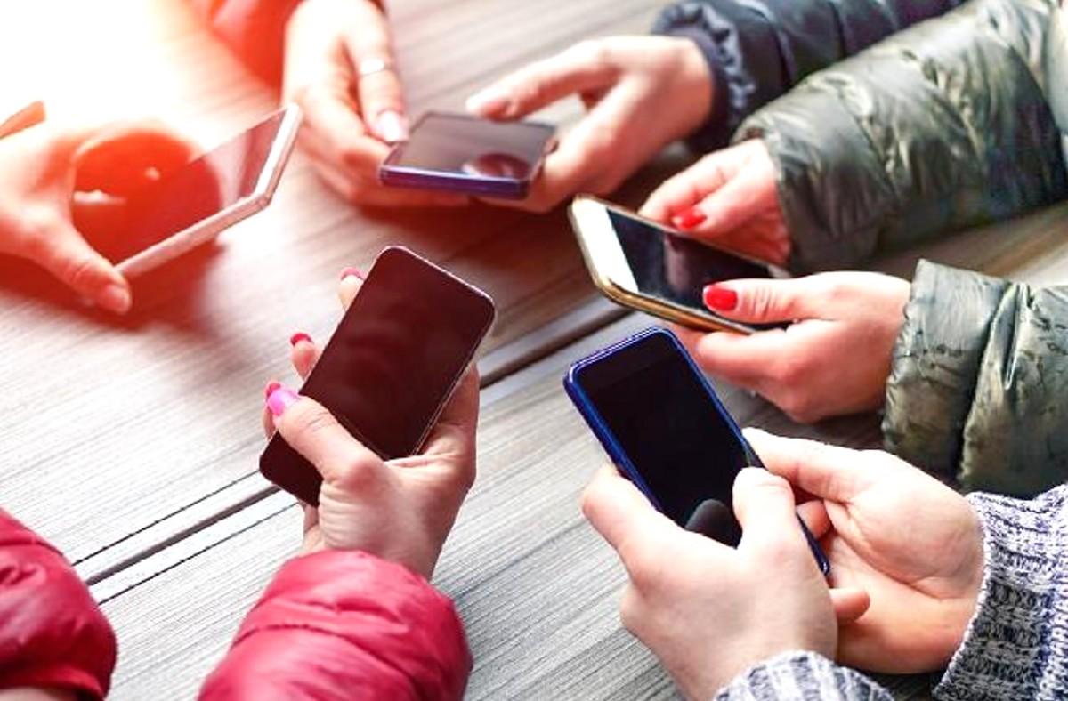 Опрос: кто в Эстонии планирует cменить мобильные телефоны?