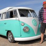 Знаменитости, выбравшие для повседневных поездок автобус Volkswagen T2