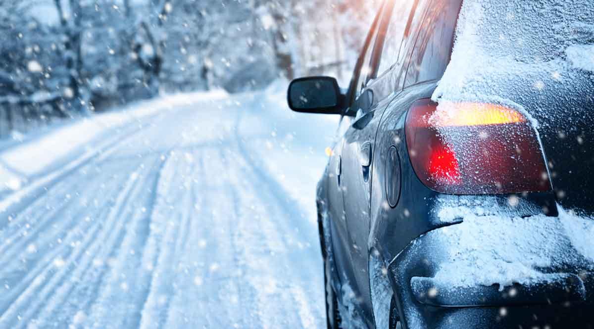 ERGO разъясняет: кто покрывает ущерб от аварии на скользкой дороге, страховка или автовладелец?