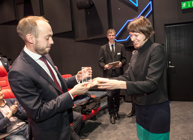 Мартин Лянтс от имени Bigbank принимает награду