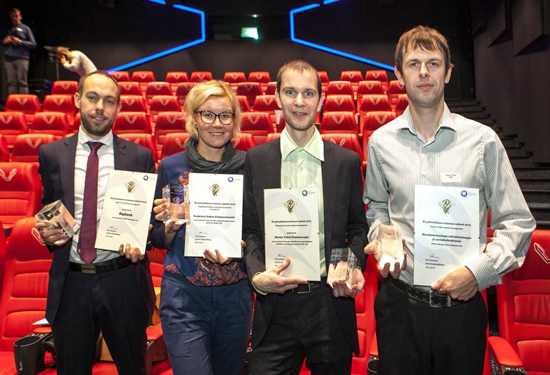 Представители с наградами (слева направо) Bigbank, Кадриоргская немецкая  гимназия, Мартин Тохт, Центр  инфотехнологий и развития при Министерстве внутренних дел (SMIT)