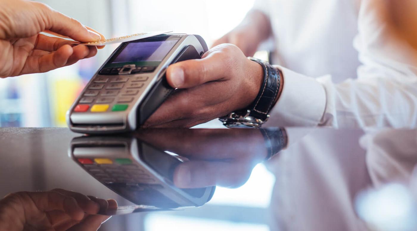 Банки  Эстонии поднимут лимит бесконтактных платежей до 50 евро