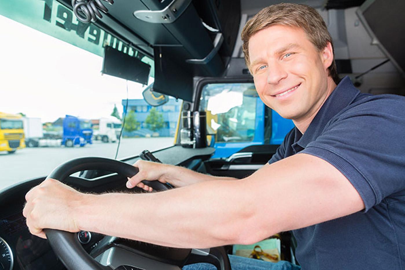 Чтобы развеять усталость, 5% водителей грузовиков поет за рулем