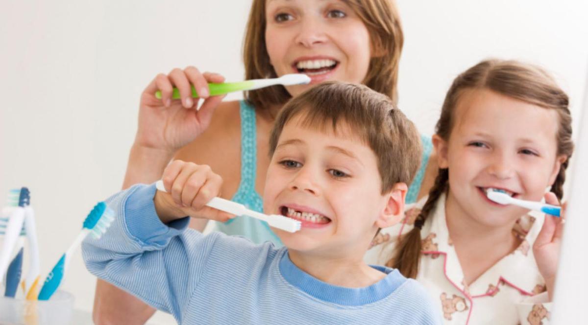 Стоматолог: пример родителей играет важную роль для детей