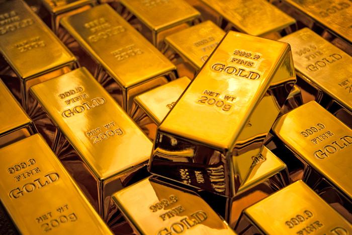 Золото значительно подорожало в этом году, и трейдеры на рынке драгоценных металлов ждут от ФРС направления движения.