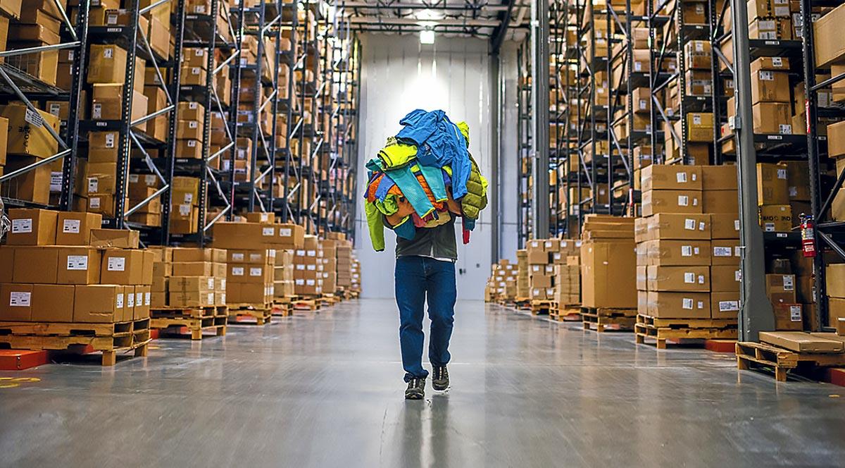 Немецкие торговцы: полмиллиарда пар обуви и одежды пылятся на складах