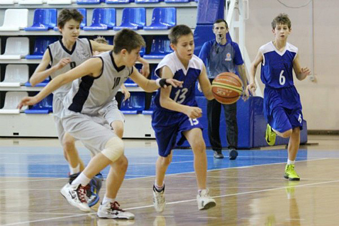 young-basketball-players-3